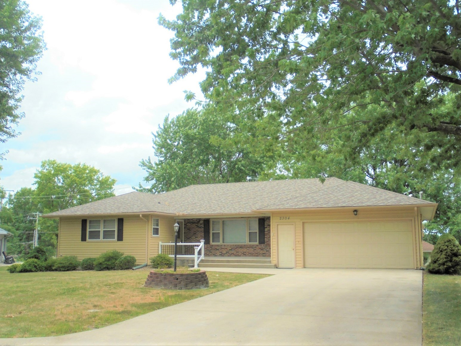 Beautiful 3 Bed, 2.5 Bath Home For Sale - Great Location!