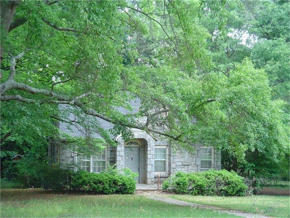 Circa 1950 Winnsboro Blue Granite Home - Fixer Upper's Dream