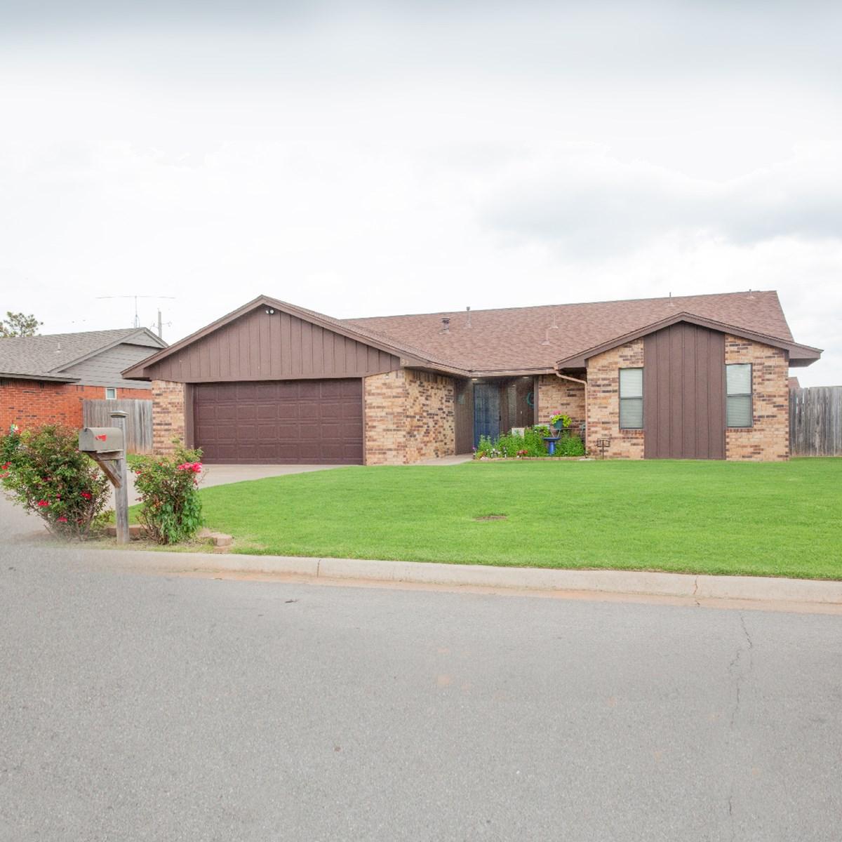 Western Oklahoma Clinton, OK home for sale Custer County