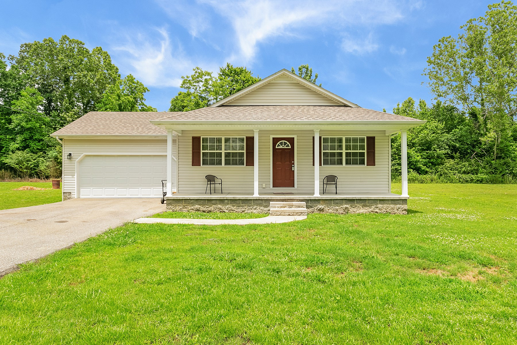 3 BR / 2BA Home for Sale in Paris, TN - Extra Lot Included
