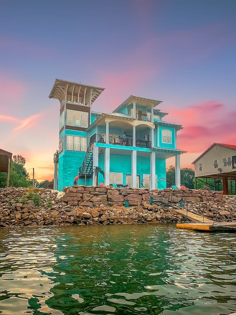 Tennessee Riverfront Home w/ Private Boat Dock & Observatory