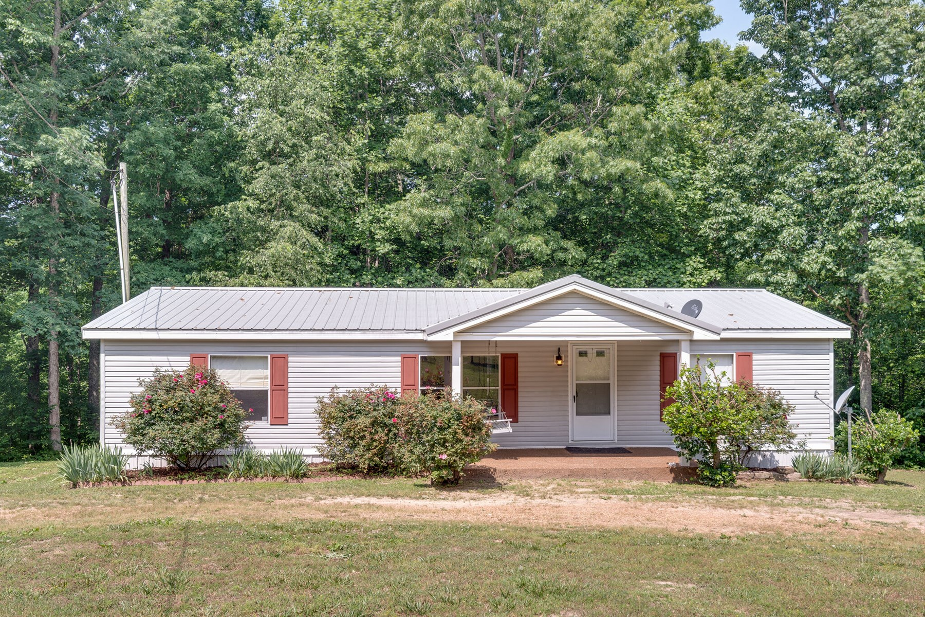Single Family Home with Acreage for Sale in Hohenwald, Tenn