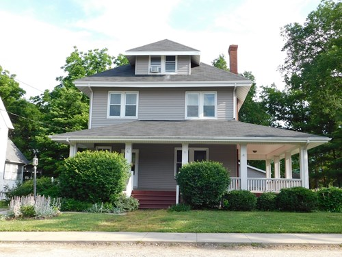 Magnificent 2 Story, 4 BR, 1.5 Bath in great neighborhood.