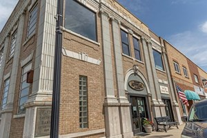HISTORIC BANK OFFICE RETAIL BUILDING FOR SALE IN PARIS, MO
