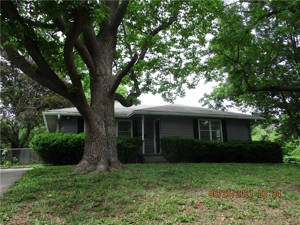 2 Bedroom Raised Ranch Home with Updates