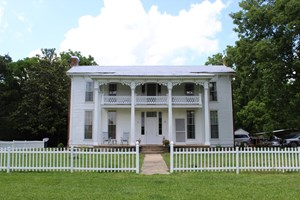 HISTORIC HOME / FARM WITH CREEK FOR SALE IN HARDIN CO TN