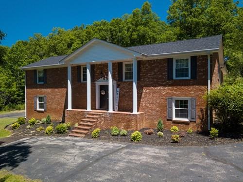 5 Bed, 4 Ba Home For Sale 401 Rustling Oaks Dr., Waverly TN