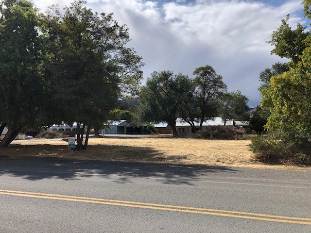 Commercial Lot in Town of Cedarville, Ca. Opportunity knocks