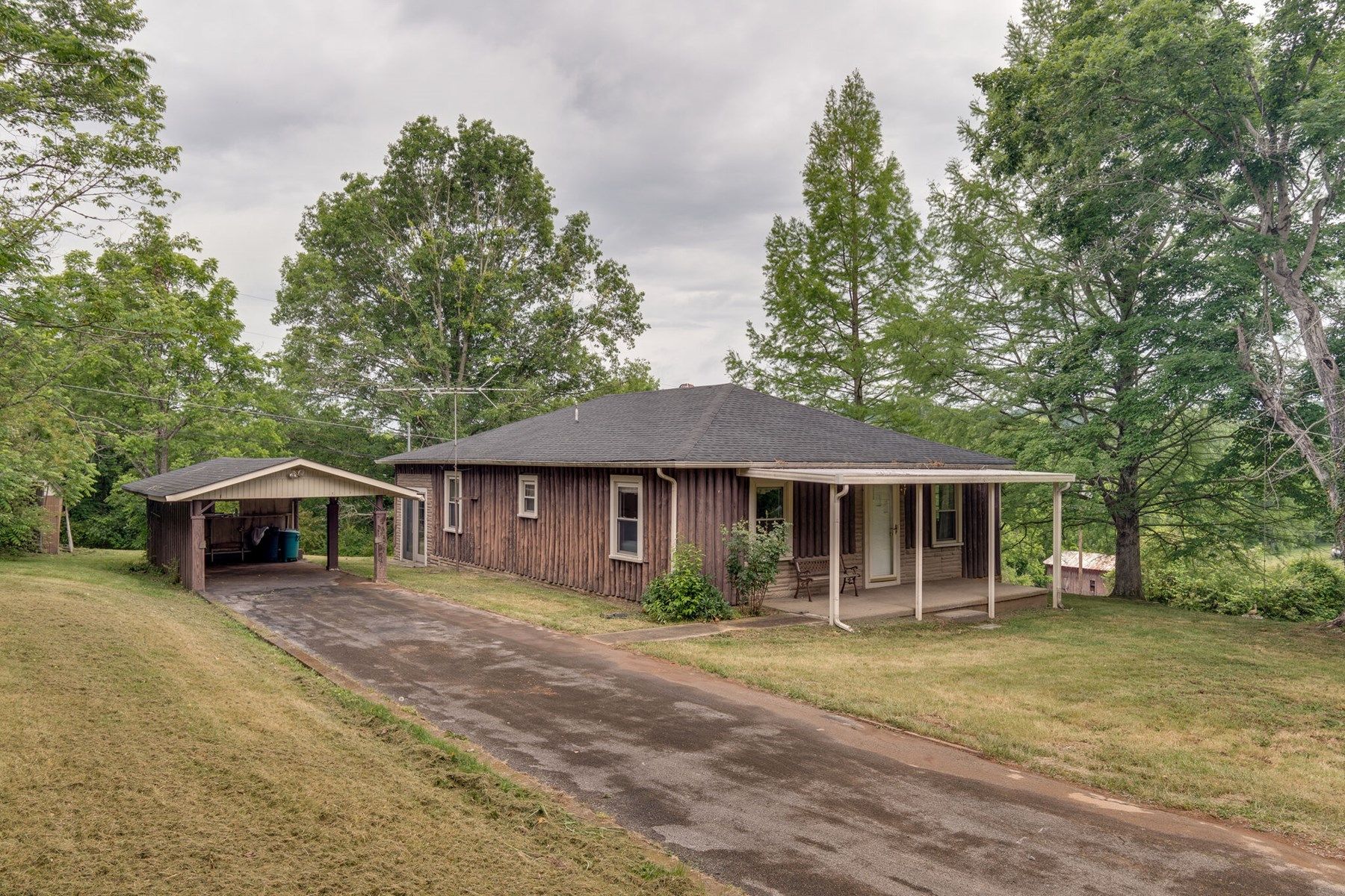 1-Story Country Home for Sale in Mt. Pleasant, Tennessee