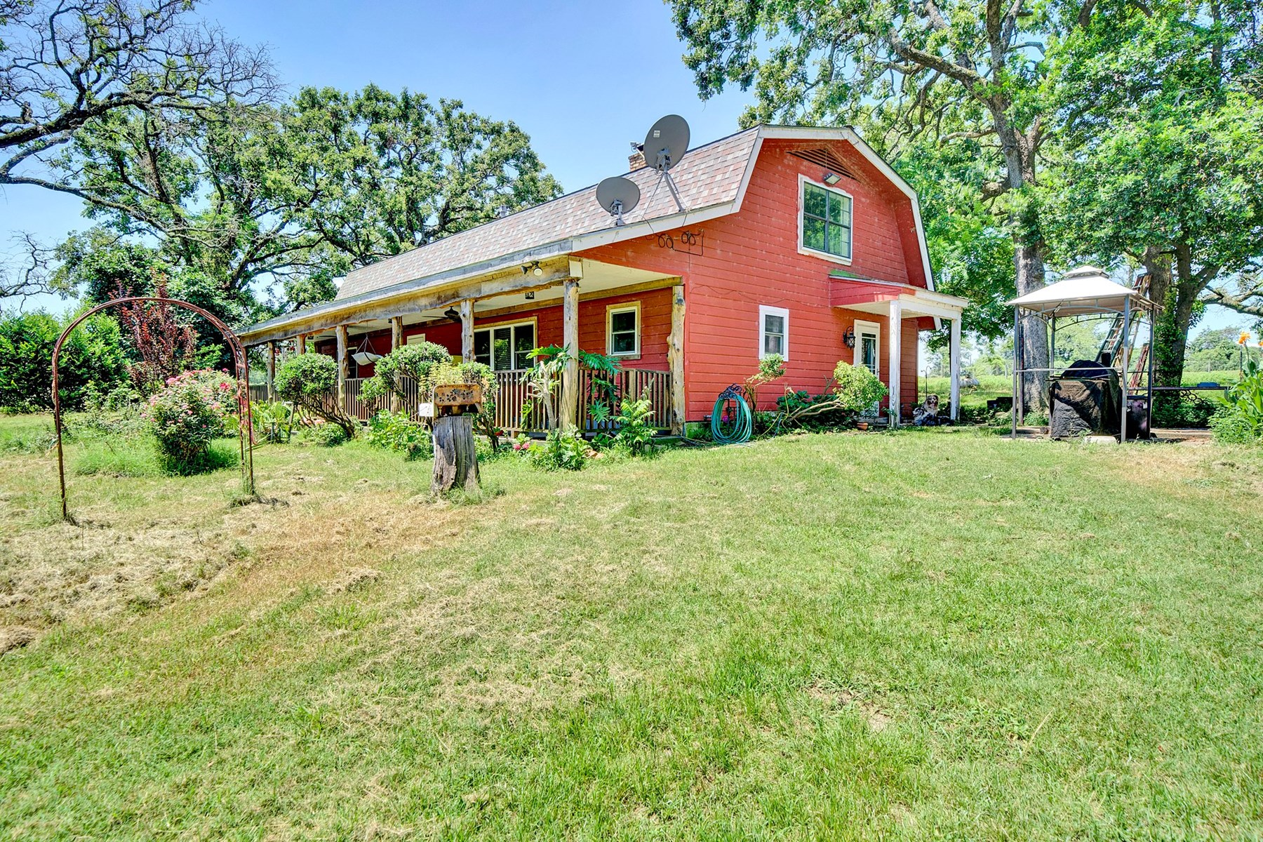 Equine Property With Farmhouse For Sale in Palestine, Texas!