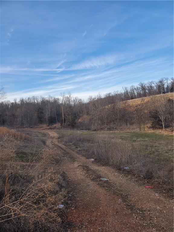 !8 acres close to town