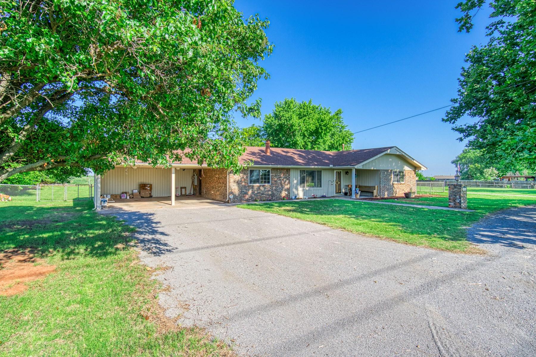 Western Oklahoma Country Home for Sale - Clinton, OK