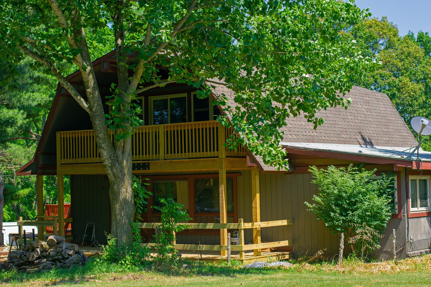 HOME WITH ACREAGE FOR SALE