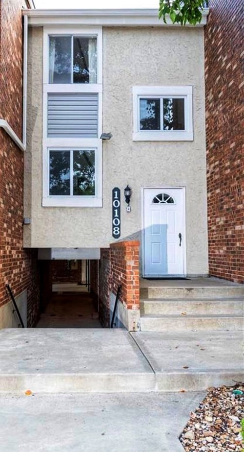 Condo For Sale in Overland Park, Kansas