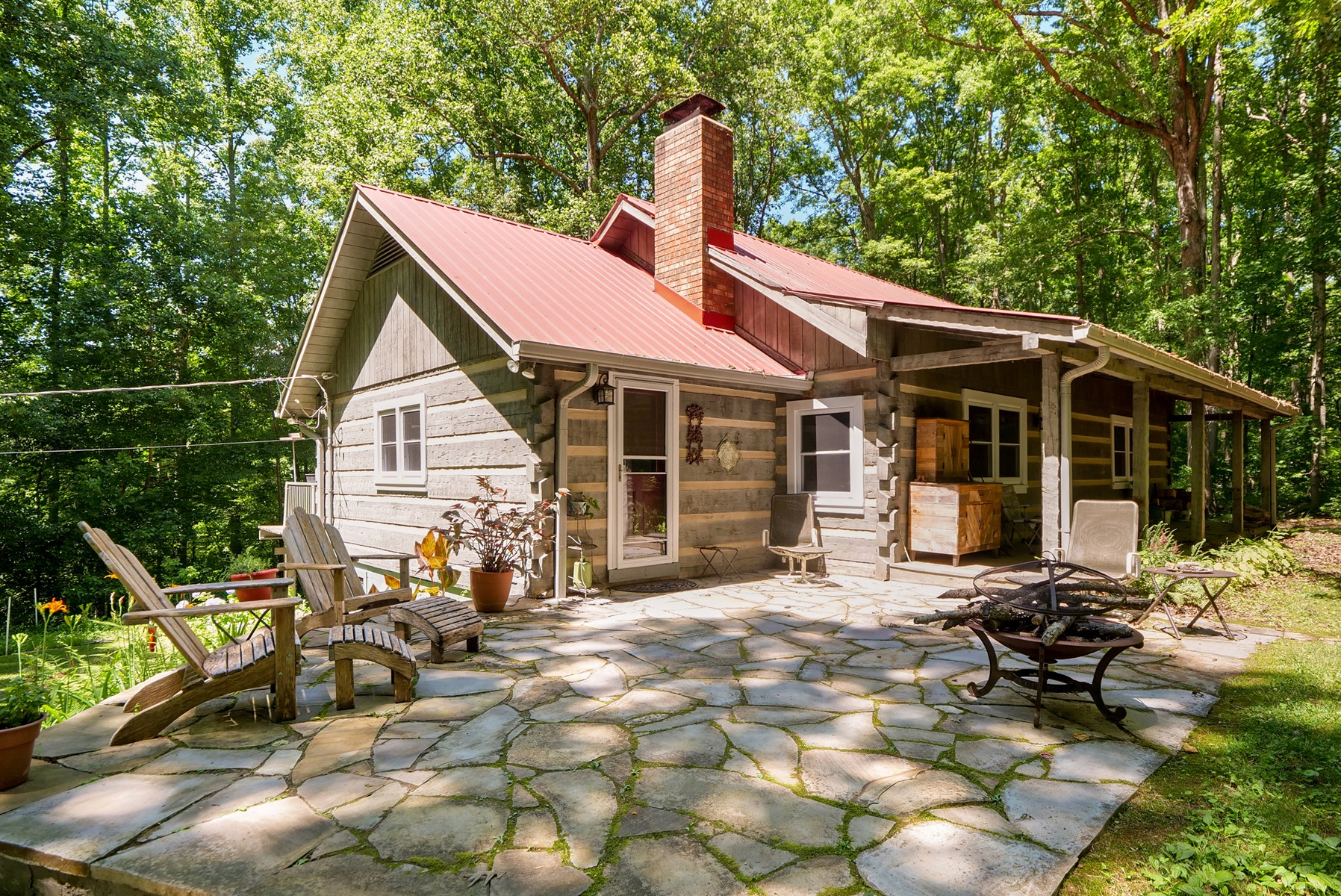 Beautiful Log Home for sale in Middle Tennessee