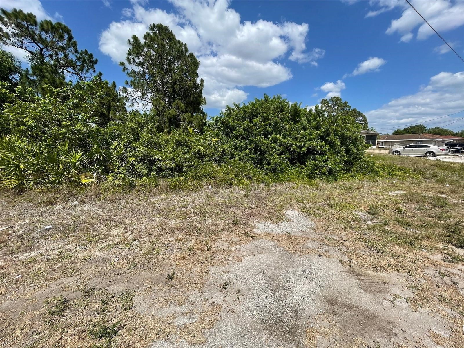 Great vacant lot in Lehigh Acres!