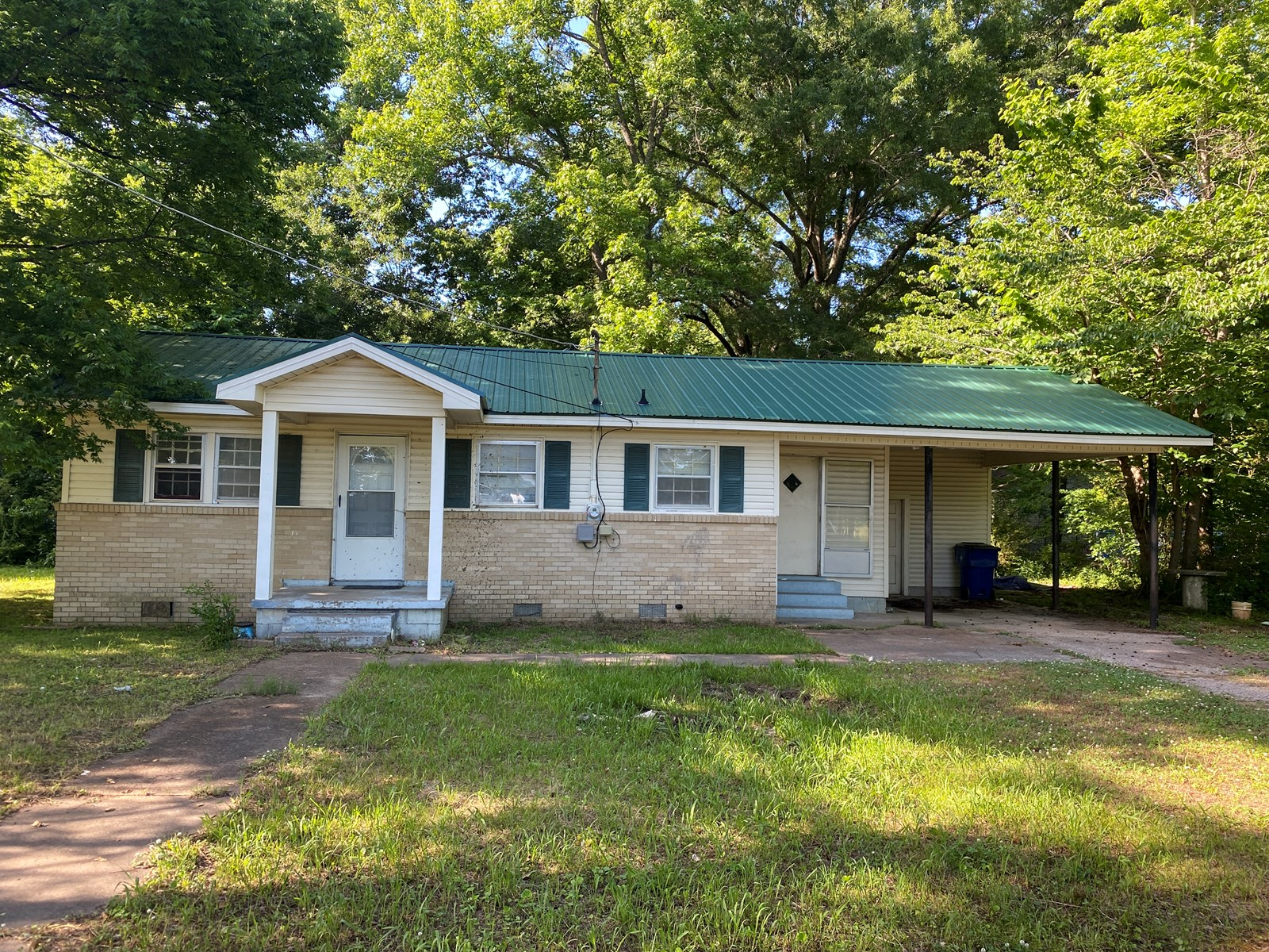 HOME FOR SALE IN SAVANNAH, TN, 2 BEDROOM HOME IN TOWN