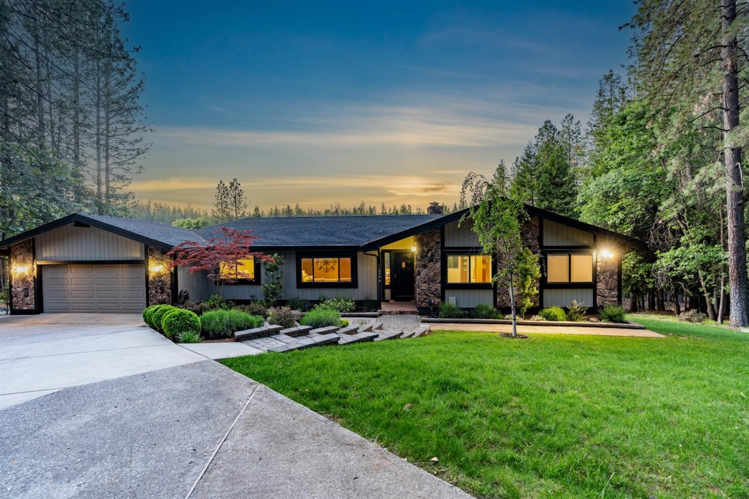Grass Valley Lake Views For Sale