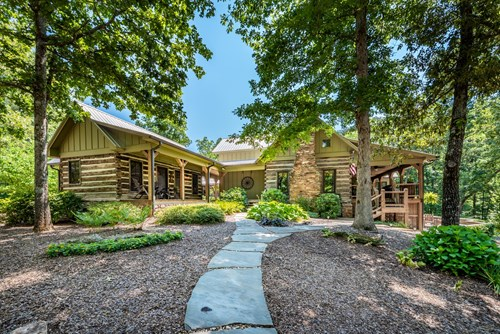 Historic Lakefront Home / Cleveland, GA