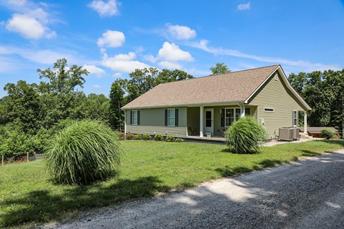 Country home for sale in Kings Mountain Kentucky