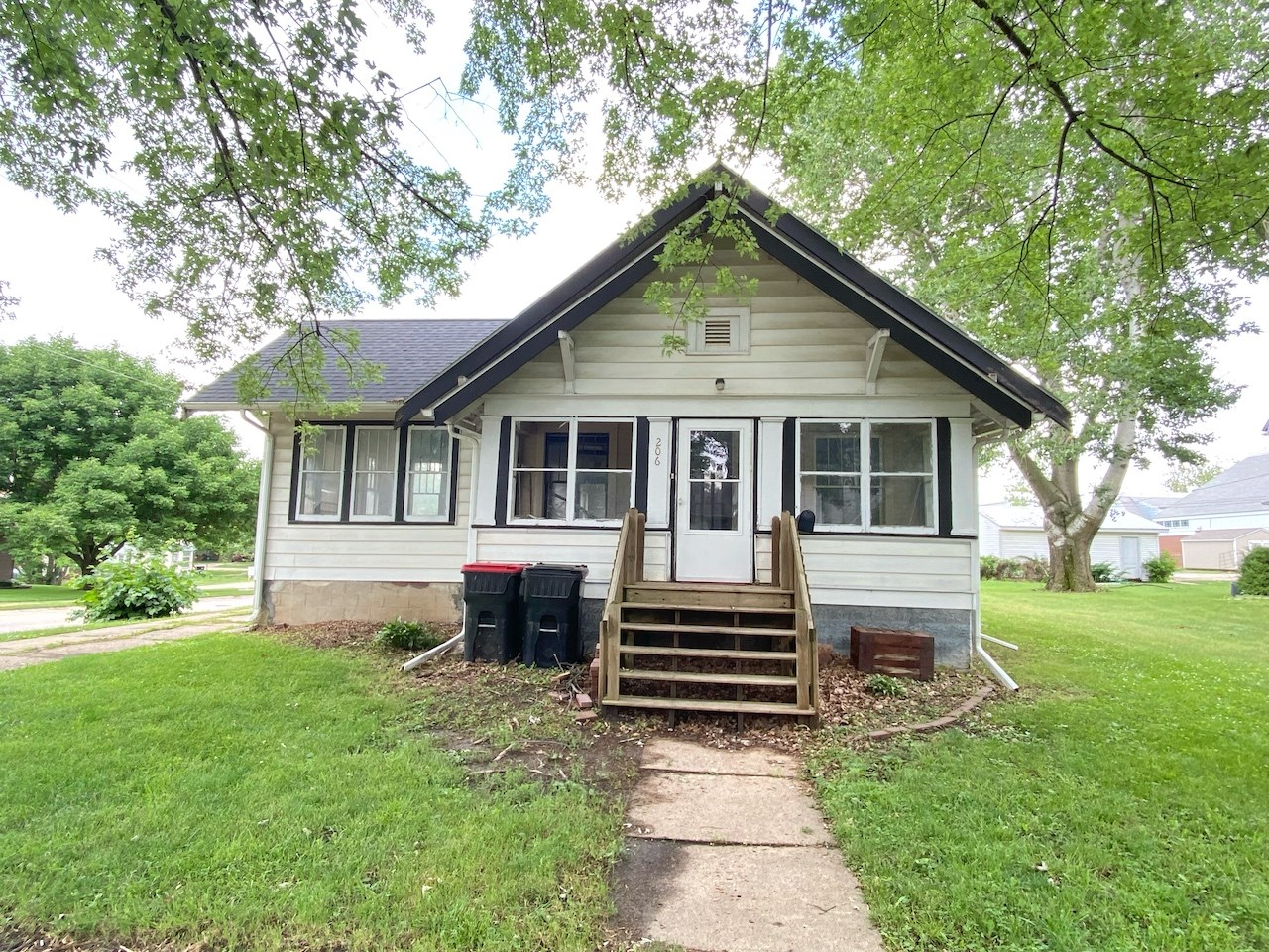 Bungalow Style Home For Sale in Mount Ayr Iowa