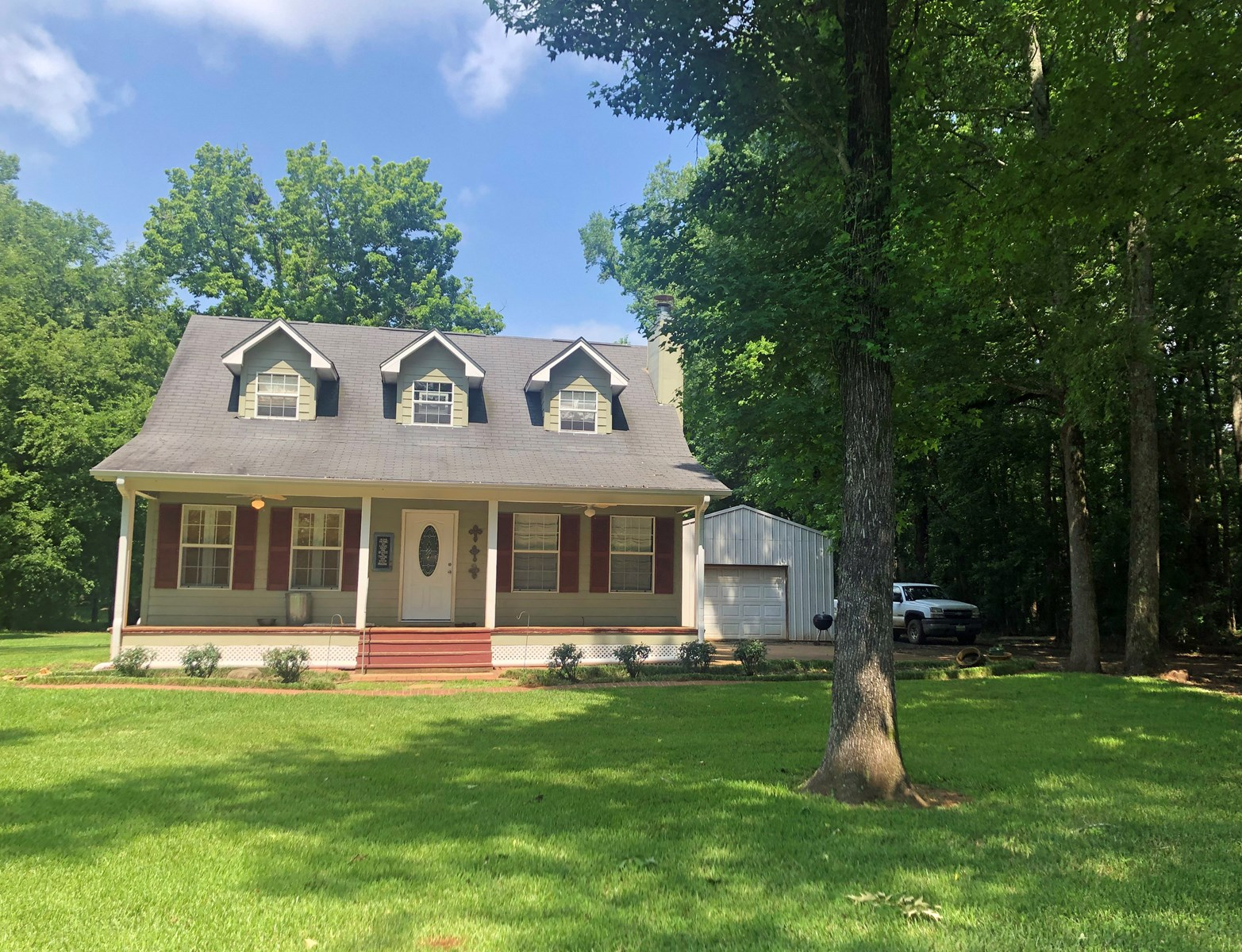 FARM STYLE HOME ON OVER 1 ACRE IN FRANKSTON TEXAS FOR SALE