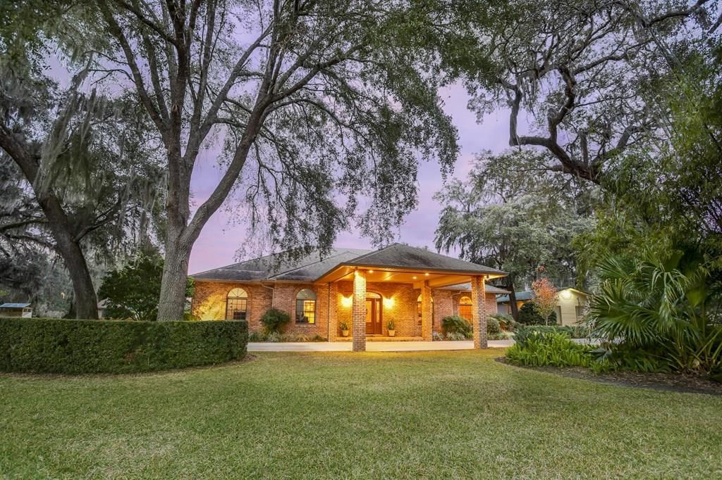 GORGEOUS CUSTOM BUILT BRICK HOME IN CITY LIMITS