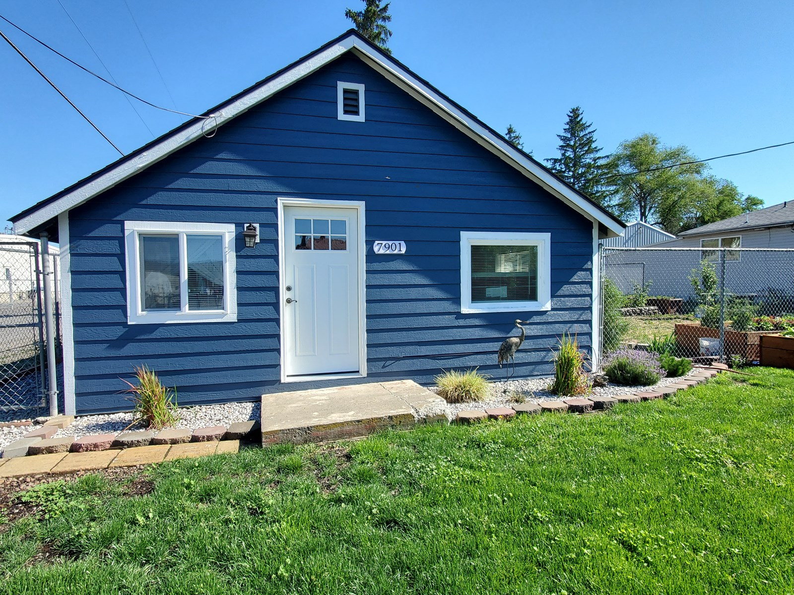 Completely remodeled adorable 2 bed and 1 bath bungalow!