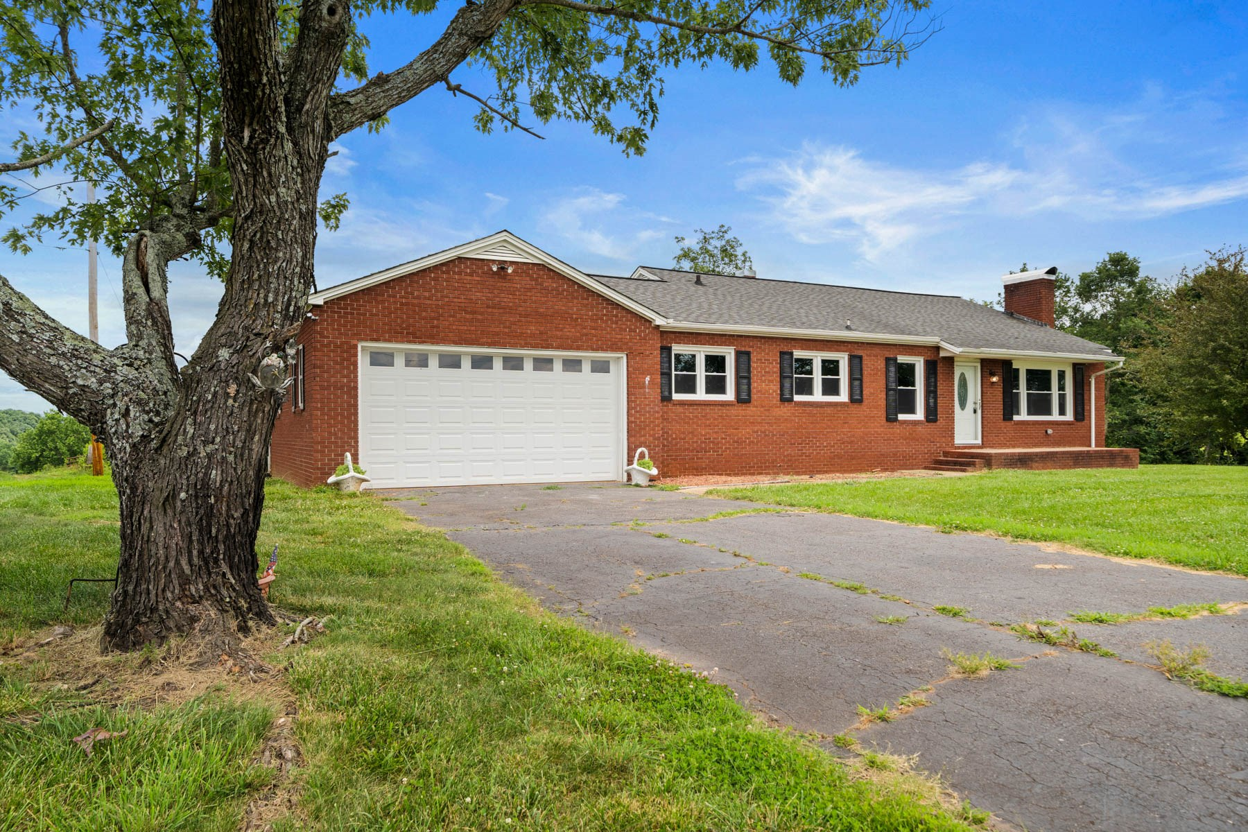 1.5 Acres with 3Bed/2Bath Brick Ranch w/ View For Sale in NC