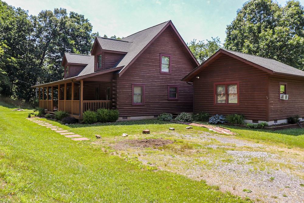 Beautiful Log Home for Sale in Narrows VA!