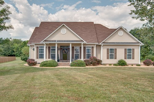 Luxurious Home for Sale in Denton Hills in Columbia, TN