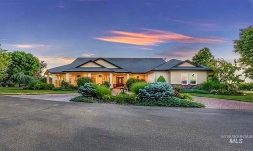 Beautiful Private Idaho Equestrian Estate on 10 Acs w/ Pool