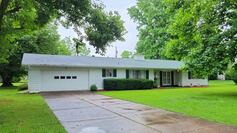 Home in Town for Sale in South Central Missouri