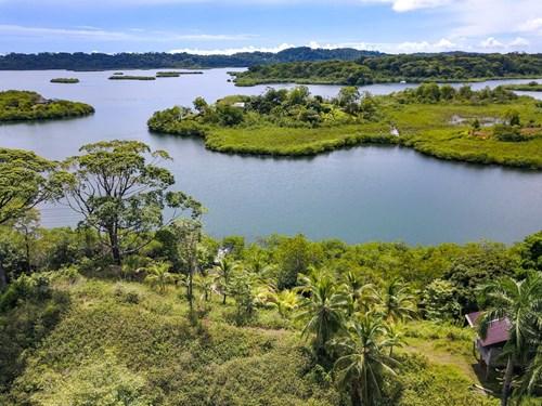 Titled Waterfront Lot on Isla Solarte, Bocas del Toro