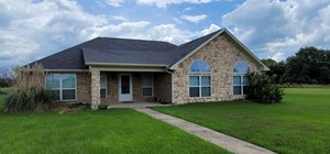 COUNTRY HOME IN TOWN FOR SALE BLOSSOM TEXAS LAMAR COUNTY
