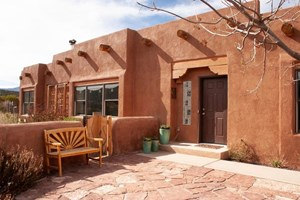 MOUNTAINAIR, NM COUNTRY HOME IN TORRANCE COUNTY ON 20± ACRES