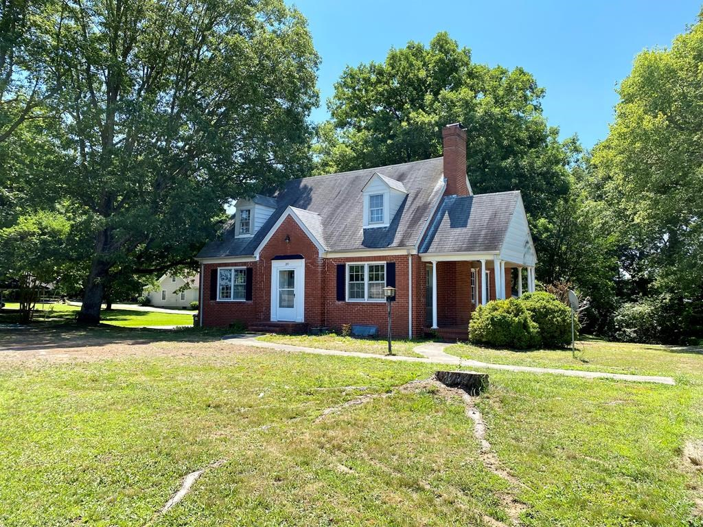 Classic Brick Home In Lakeside Town-Clarksville, VA