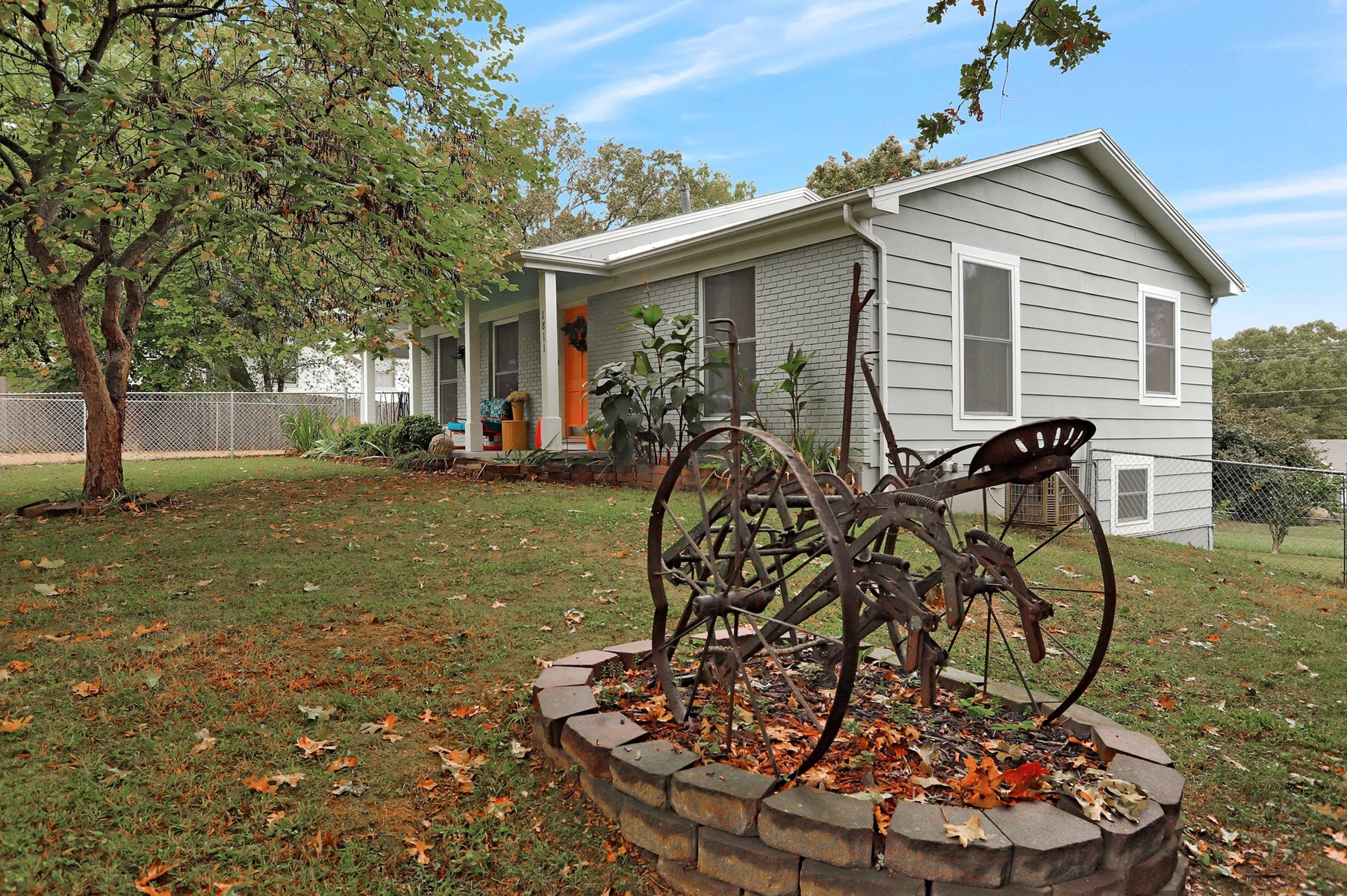 Home in West Plains, MO for Sale  -5 Bedrooms 2 BA in town
