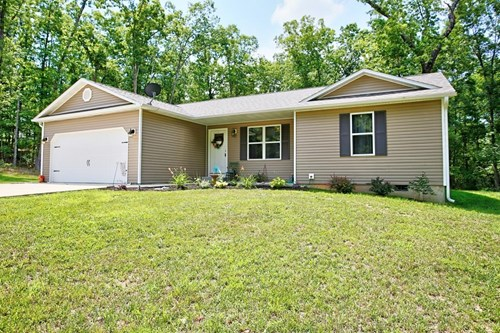 Lovely Ranch Style Home Like New with Open Concept