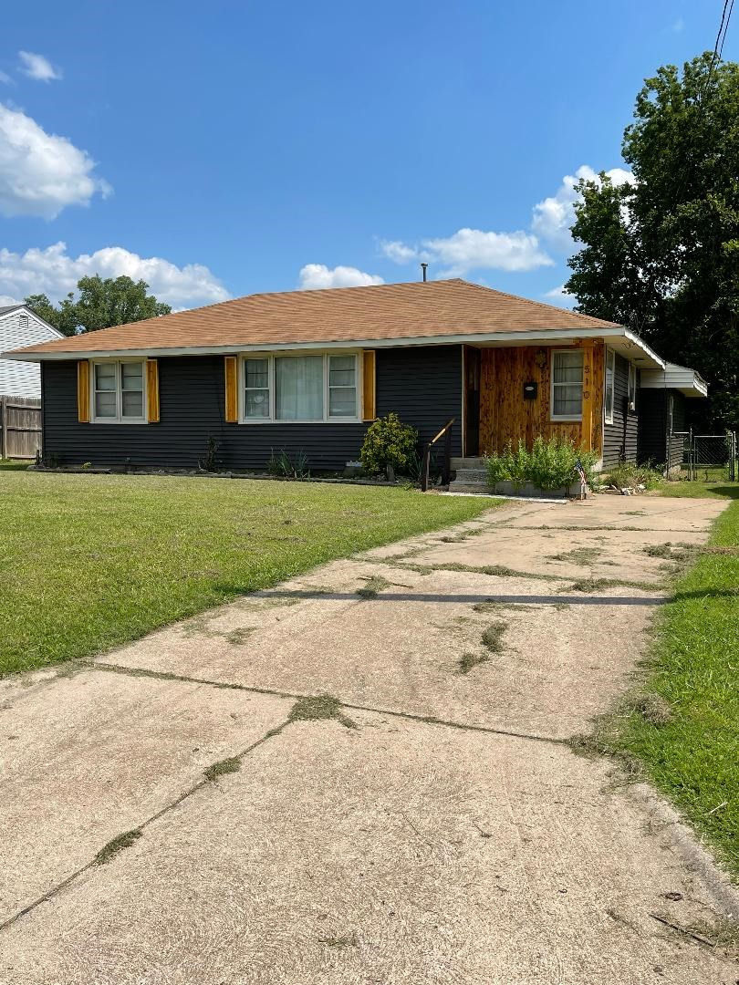 Ponca City Hm 3 Bed, Lg. Lot, 2 Living Spaces Income/Invest