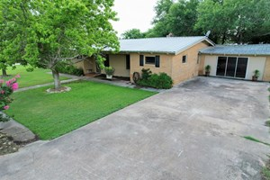 COUNTRY LIVING IN EVANT TEXAS