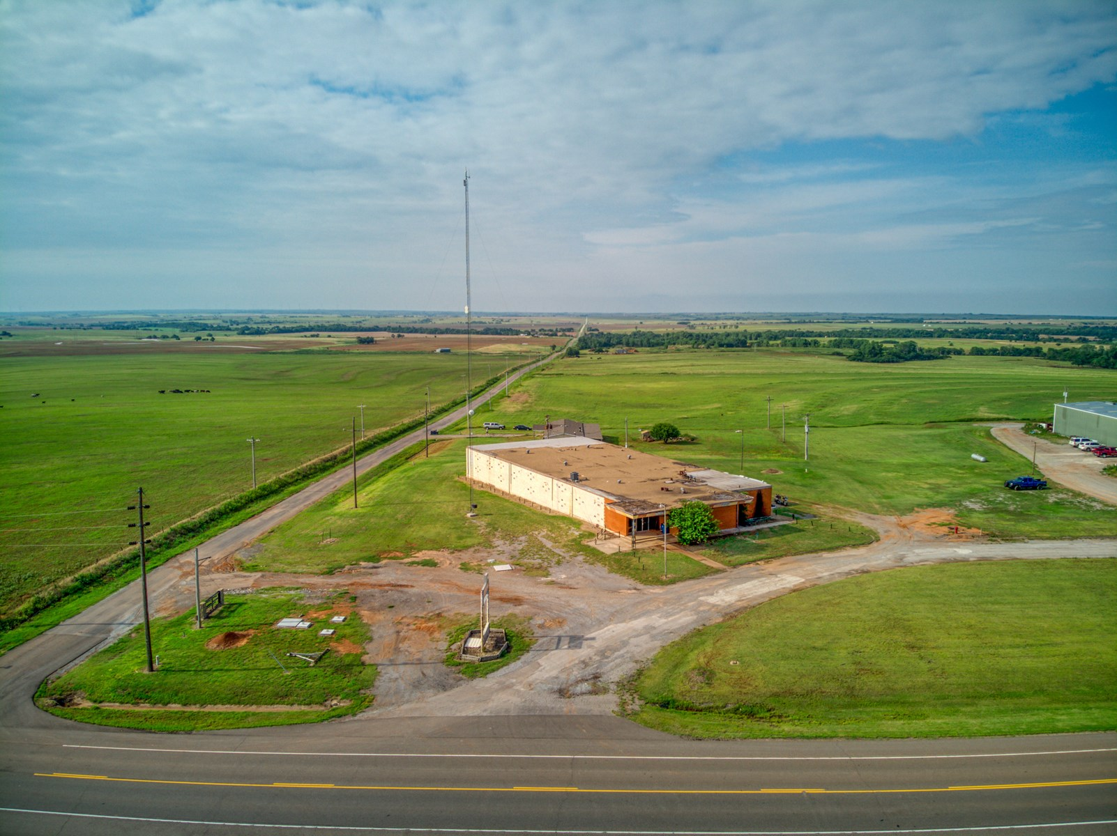 COMMERCIAL BUILDING FOR SALE IN CORDELL, OKLAHOMA GROW ACRES