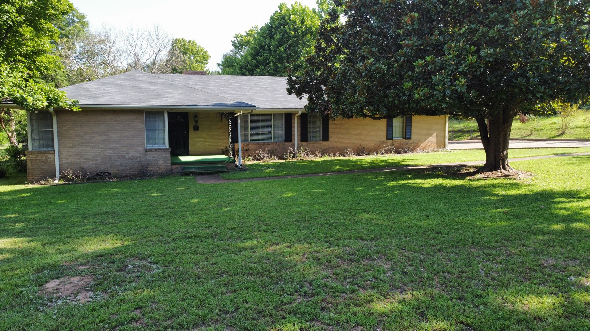 3/2 HOME FOR SALE ON 1 ACRE LOT IN PALESTINE TEXAS
