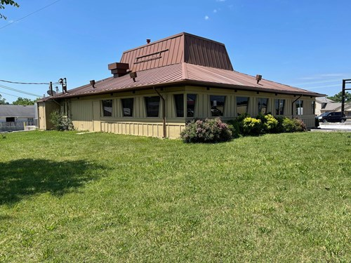 Commercial building for sale in Ava Mo.