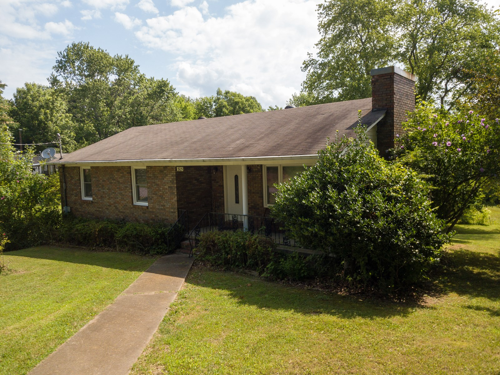 SALE PENDING 2 STORY 3 BED 2.5 BATH HOME COLLINWOOD TN .3 AC