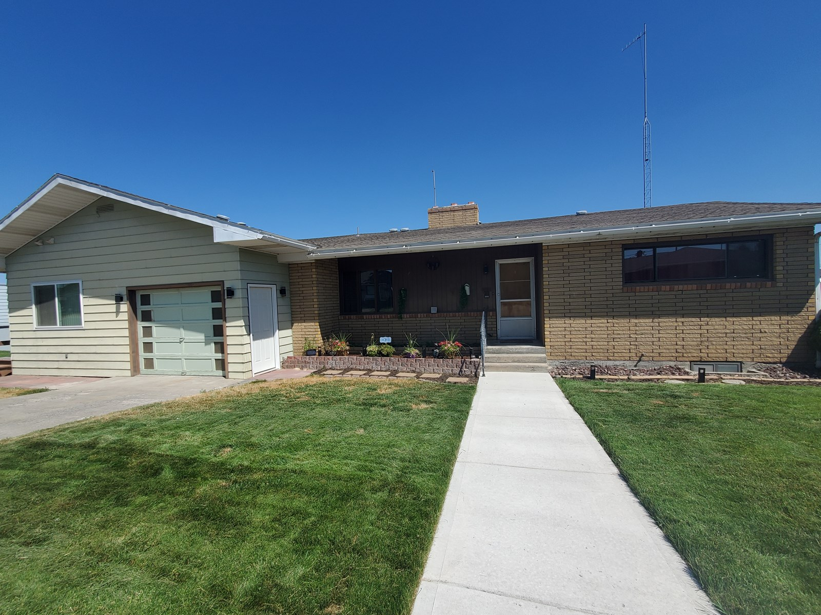 Large Rancher with daylight basement on an oversized lot