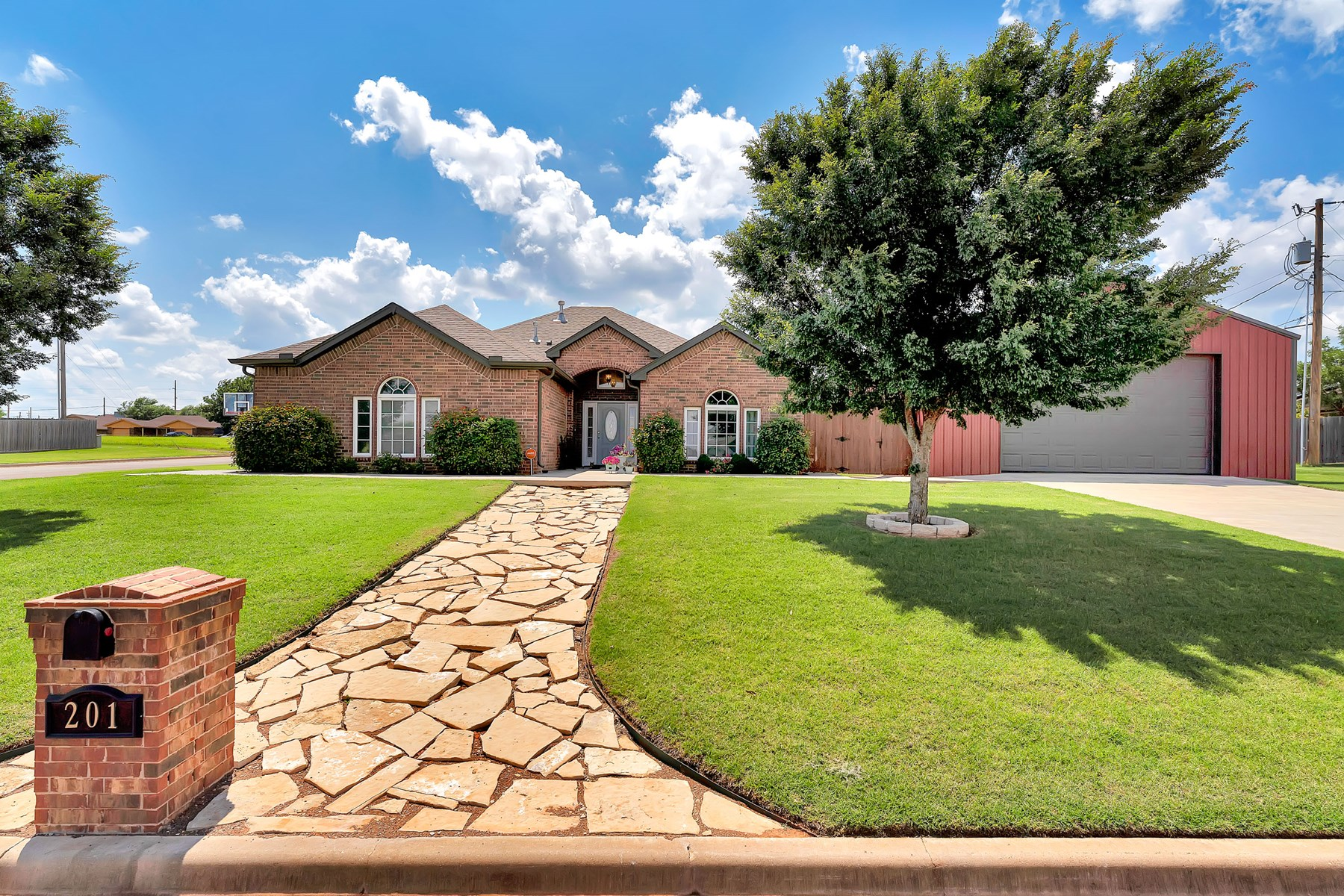BEAUTIFUL HOME FOR SALE IN ELK CITY