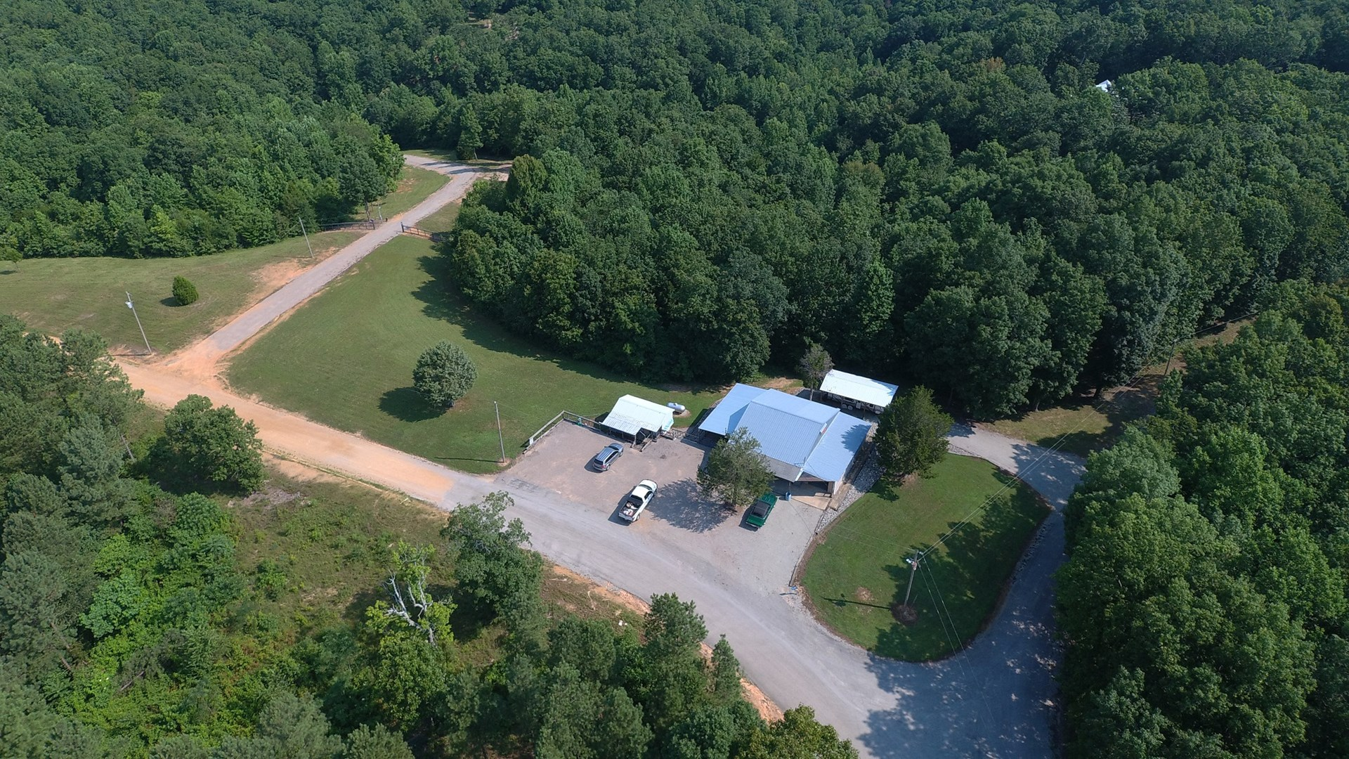 UNRESTRICTED LAND WITH UTILITY BUILDING FOR SALE IN TN