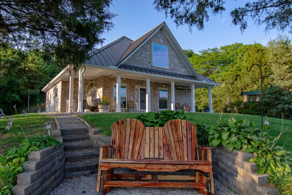 Country Home on 12.8+/- acres in Burkesville, Kentucky