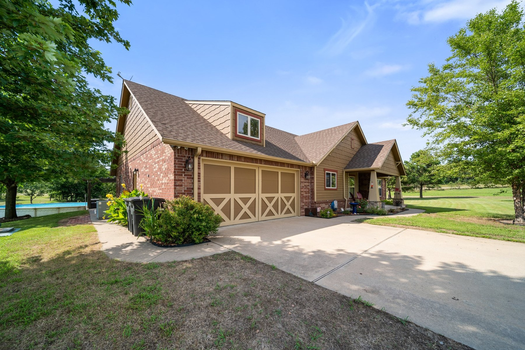 Country Home on 16 +/- Acres for Sale in Claremore, Oklahoma
